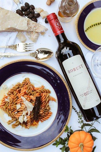 Invitation à dîner : Quelques conseils pour choisir le vin idéal